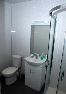 A bathroom at Herdshill Guest House