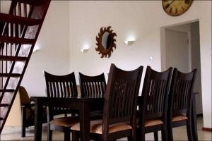 Um restaurante ou outro lugar para comer em Villa Grote Berg Apartments