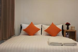 A bed or beds in a room at Happy Hostel