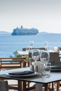 A restaurant or other place to eat at Alkistis Beach Hotel