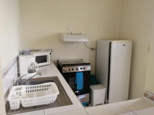 A kitchen or kitchenette at Hotel Villa Serena San Benito