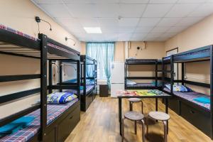 Двухъярусная кровать или двухъярусные кровати в номере Хостел на Досфлота