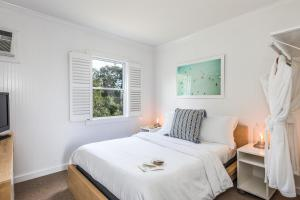 A bed or beds in a room at Haven Montauk
