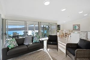 A seating area at Oasis Apartments