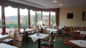 A restaurant or other place to eat at Landhotel Dresden