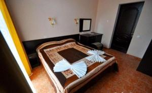 A bed or beds in a room at Guest House Rodos