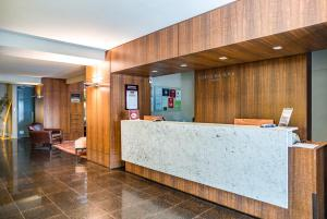 The lobby or reception area at Porto da Ilha Hotel