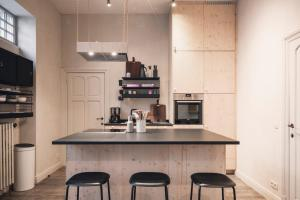 A kitchen or kitchenette at The Chamberlain