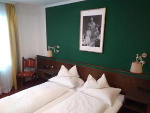 Ein Bett oder Betten in einem Zimmer der Unterkunft Landgasthof Santner