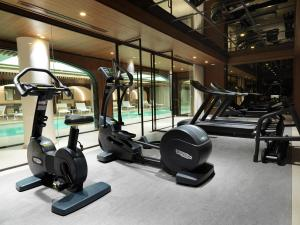 The fitness center and/or fitness facilities at Hôtel D'Aubusson