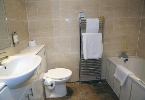 A bathroom at Leapark Hotel