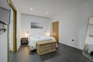A bed or beds in a room at Wonderful views in luxury apartment