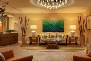 A seating area at Hyatt Residence Club Sarasota, Siesta Key Beach