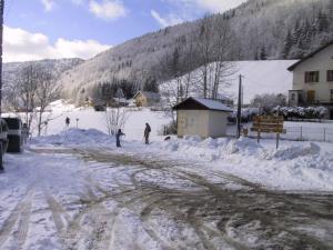Gite rural La Mijolie during the winter
