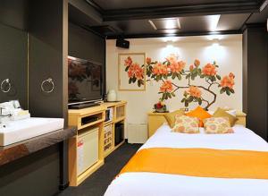 ホテルカリフォルニア雷門(大人専用)にあるベッド