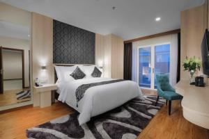 A bed or beds in a room at Aston Batam Hotel & Residence