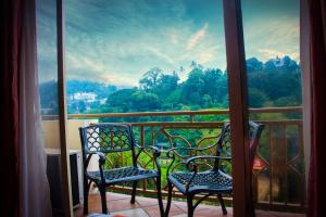 "A balcony or terrace at HOTEL LAKEFIELD ""Excellence"""