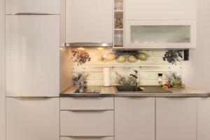 A kitchen or kitchenette at Lori