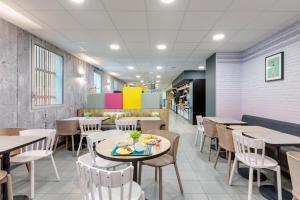 Restaurant ou autre lieu de restauration dans l'établissement B&B Hôtel Lille Centre Grand Palais