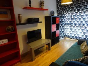 Una televisión o centro de entretenimiento en Apartamento Los Naranjos