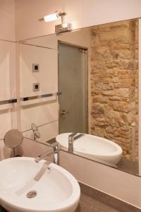 A bathroom at Heritage Hotel Antique Split