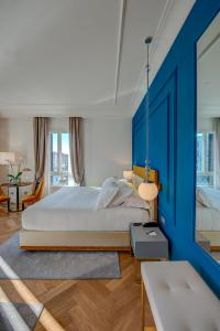 Łóżko lub łóżka w pokoju w obiekcie H10 Palazzo Canova