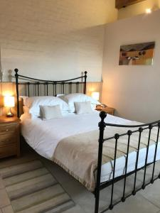 A bed or beds in a room at Hyde Mill
