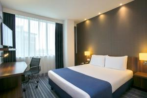 מיטה או מיטות בחדר ב-Holiday Inn Express Amsterdam - South, an IHG hotel