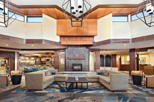 The lobby or reception area at Fort Collins Marriott