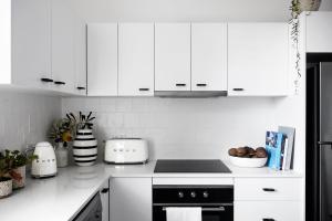 A kitchen or kitchenette at Flourish ON Bull
