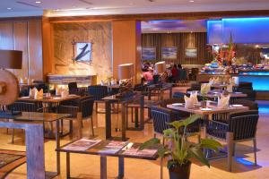 A restaurant or other place to eat at Ramada Plaza by Wyndham Melaka