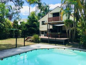 The swimming pool at or near Lakeside Beach House - Hostie Properties