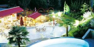 Vue sur la piscine de l'établissement Hotel Blanc ou sur une piscine à proximité
