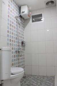 A bathroom at Myrooms Bekasi