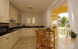A cozinha ou cozinha compacta de Villa zeezicht Curacao