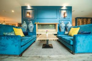 A seating area at De Vere Cotswold Water Park