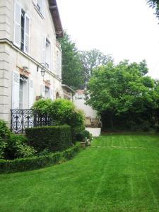 A garden outside Les Bouvreuils