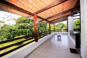 A balcony or terrace at CHACARA EM ALDEIA - CASA COMPLETA