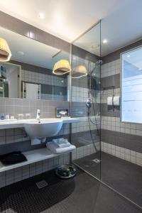 A bathroom at Radisson Blu Hotel Zurich Airport
