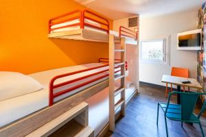 A bunk bed or bunk beds in a room at hotelF1 Béziers Est