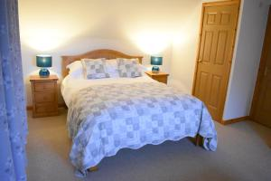 A bed or beds in a room at Kings Reach Vegan Bed & Breakfast and Self-catering