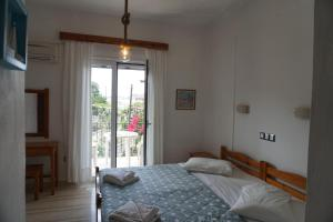 A bed or beds in a room at Arillas Studios