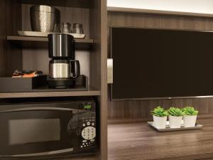 A television and/or entertainment centre at Buena Vista Suites