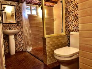 A bathroom at Notting Hill Homestay