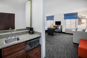 A kitchen or kitchenette at Hampton Inn & Suites San Marcos