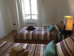 A bed or beds in a room at Appartements à Deauville dans Triangle d'Or