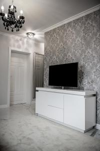 A television and/or entertainment centre at Glamour Apartments