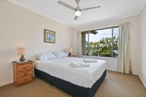 A bed or beds in a room at Coral Breeze Penthouse