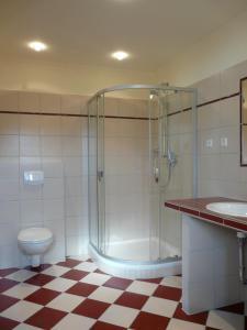 Ein Badezimmer in der Unterkunft Gasthaus Weingut Stahl