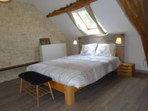 A bed or beds in a room at B&B Le Corbier